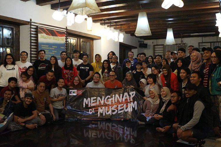 Peserta berfoto bersama di acara Menginap di Museum, Minggu (29/12/2019).