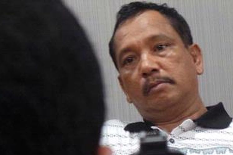 Aiptu Labora Sitorus Anggota Polres Raja Ampat, Papua, yang diduga memiliki rekening gendut sebesar Rp 1, 5  triliun. Saat ini Labora telah ditetapkan menjadi tersangka atas dugaan penimbunan bahan bakar minyak dan penebangan liar.