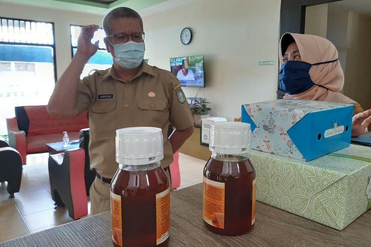 Kepala Dinas Kesehatan Kalimantan Barat Harisson menyebut formulasi kecukupan gizi untuk pasien corona dengan memberi madu dicampur teh panas sebanyak 3 kali sehari.