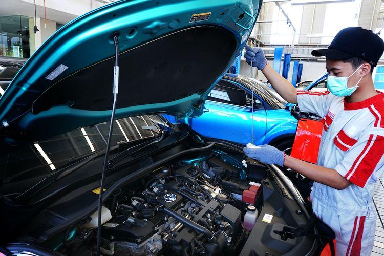 Toyota C-HR Hybrid lagi servis di bengkel resmi Auto2000 di Banyuwangi.