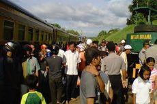 Truk Tabrak KA, Jalur Banyuwangi Tak Bisa Dilewati