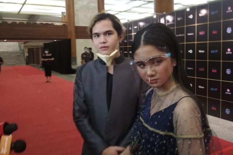 Penyanyi Dul Jaelani (kiri) bersama kekasihnya, Tissa Biani, saat ditemui di Jakarta Convention Center (JCC) Senayan, Jakarta Pusat, Sabtu (5/12/2020).