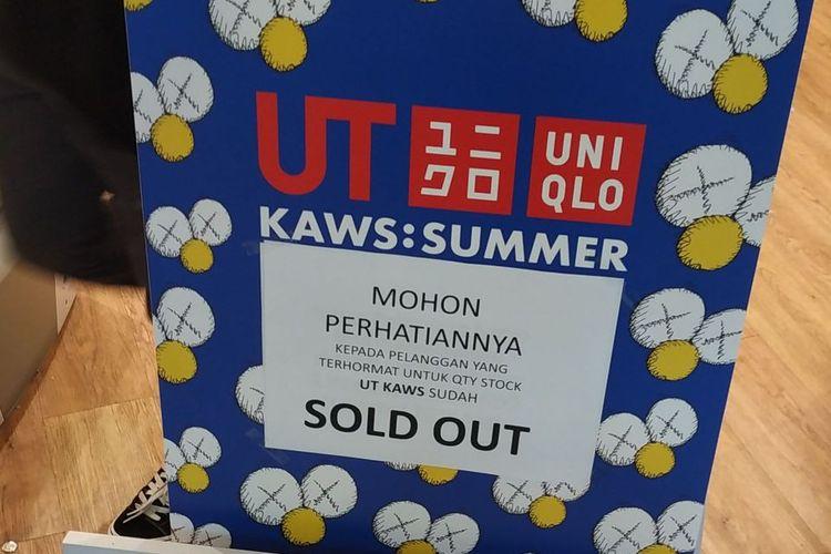 Pengumuman sold out koleksi Uniqlo x KAWS di Summarecon Mal Bekasi Kamis (6/6/2019).