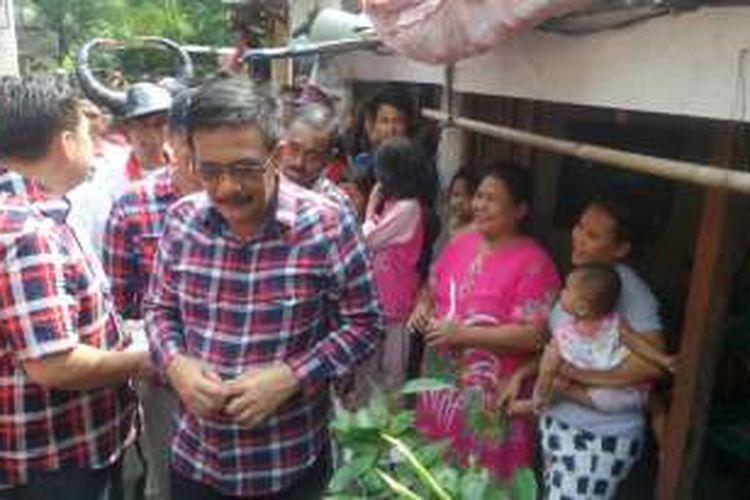 Djarot Saiful Hidayat mendatangi warga Kelurahan Papanggo, Jakarta Utara, Rabu (23/11/2016)