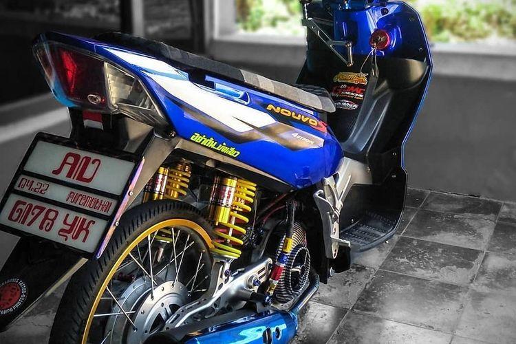 Pelat nomor Thailand pada skutik bergaya Thailook