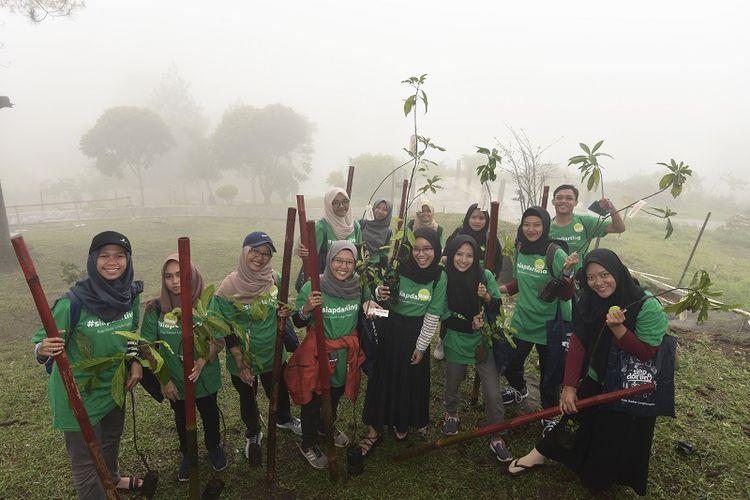Pada program kali ini, Siap Darling mengajak 50 Darling Squad ?sebutan untuk relawan program ini? yang berasal dari 28 universitas di Indonesia untuk menemukan berbagai gagasan kreatif yang bisa diimplementasikan dalam aksi lingkungan.