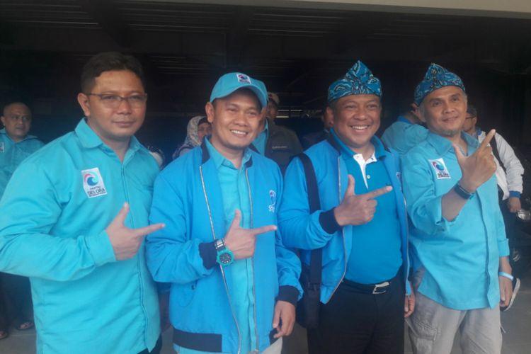 Ketua DPW Partai Gelora Indonesi Jawa Barat Haris Yuliana (dua dari kanan) bersama pengurus DPD Partai Gelora Indonesia Kabupaten Garut, Minggu (15/12/2019)