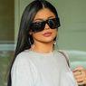 Kendall + Kylie Tak Bayar Upah Buruh Garmen di Banglades, Benarkah?