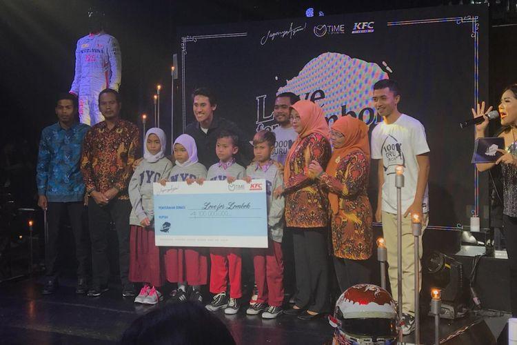 Pebalap Sean Gelael mengadakan acara lelang dan pengumpulan dana bertajuk Love for Lombok di Jakarta, 17 September 2018. Total dana yang terkumpul dari acara tersebut mencapai Rp 4,1 miliar.