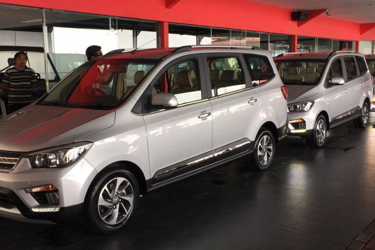 Wuling Confero S merupakan LMPV pesaing Avanza, Mobilio, Suzuki