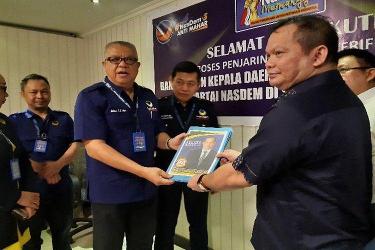Bupati Talaud terpilih Elly Engelbert Lasut saat mendaftar bakal calon gubernur di Kantor DPW NasDem Sulut, Senin (9/12/2019)