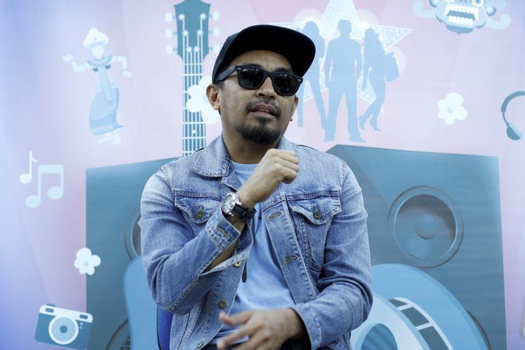 Penyanyi Glenn Fredly saat wawancara di kantor redaksi Kompas.com, Jakarta, Selasa (19/9/2017). Ia tengah mempersiapkan konser bertajuk Tanda Mata Glenn Fredly untuk Slank 30 September 2017 mendatang. KOMPAS IMAGES/KRISTIANTO PURNOMO