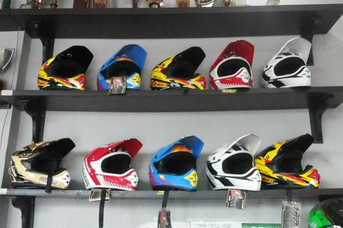 Kenapa Helm Motocross Bentuknya Berbeda dengan Full Face?