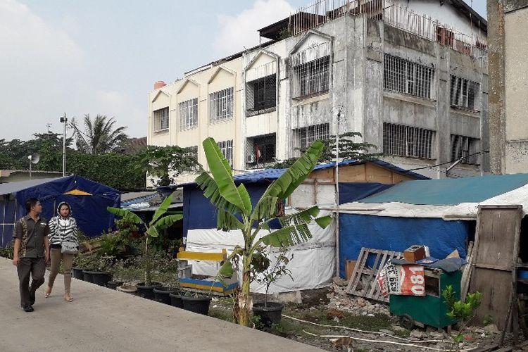 Suasana hunian warga Kampung Kunir, Jakarta Barat yang masih menetap pasca digusur tiga tahun lalu, Kamis (31/5/2018).
