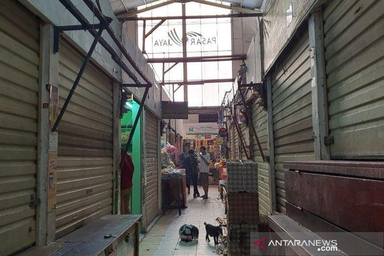 Kondisi kios-kios yang tutup saat diadakannta tes Covid-19 massal di Pasar Gembrong Cempaka Putih, Rabu (24/6/2020).