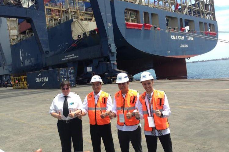 Menteri Perhubungan (Menhub) Budi Karya Sumadi mengunjungi Pelabuhan Tanjung Priok, Jakarta, Minggu (9/4/2017)