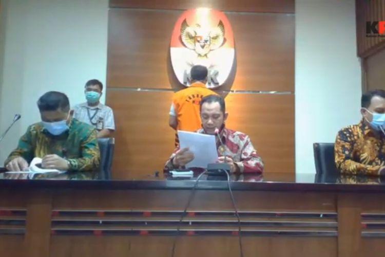 Deputi Penindakan KPK Karyoto, Wakil Ketua KPK Nurul Ghufron, dan Plt Juru Bicara KPK Ali Fikri dalam konferensi pers penetapan tersangka Kepala Dinas PUPR Lampung Selatan Syahroni di Gedung Merah Putih KPK, Selasa (6/10/2020).