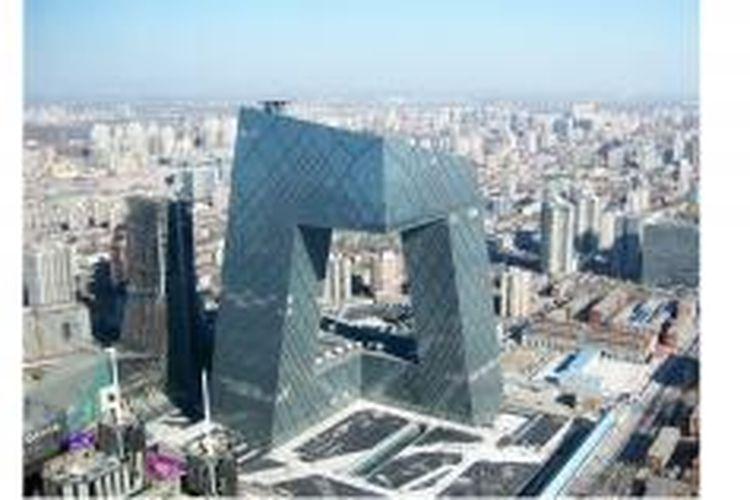 Bangunan utama CCTV Headquarters adalah sebuah lingkaran yang terbentuk dari enam bagian horizontal dan vertikal meliputi 473 ribu meter persegi luas bangunan.
