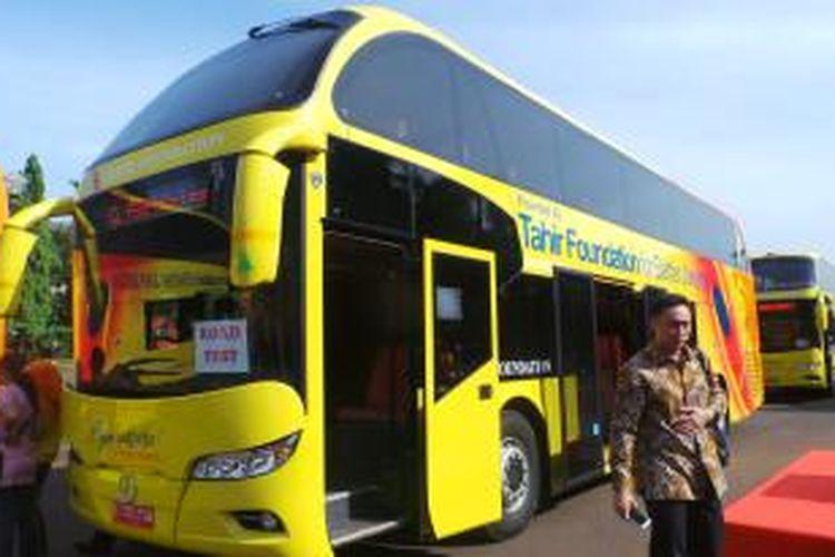 Bus tingkat gratis sumbangan Tahir Foundation. Bus ini rencananya akan dioperasikan di sepanjang jalur pemberlakuan pelarangan sepeda motor, Jalan MH Thamrin-Medan Merdeka Barat.