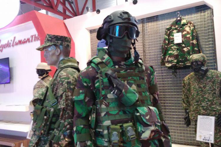 Produsen seragam militer asal Sukoharjo, Jawa Tengah yakni PT Sri Rejeki Isman Tbk(Sritex) mengikuti pameran Bekraf Habibie Festival 2017 di Jiexpo Kemayoran, Jakarta, Senin (7/8/2017).