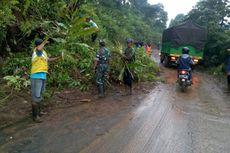 Tebing Longsor Timbun Jalan, Akses Sumedang-Subang Lumpuh Total