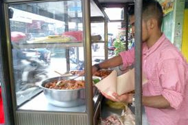 Kuliner Bu Sie Itek (Nasi Bebek) merupakan andalan Kabupaten Bireuen. Selain mengenyangkan, aroma dan kelezatan dari kari bebek kentalnya cukup menggugah selera. DESI
