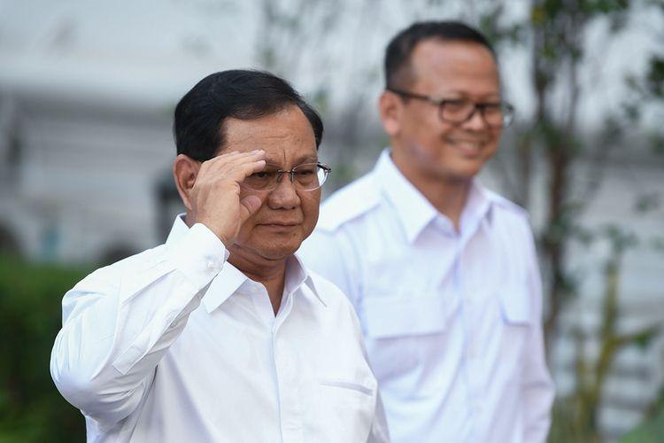 Ketua Umum Partai Gerindra Prabowo Subianto (kiri) didampingi Wakil Ketua Umum Edhy Prabowo meninggalkan kompleks Istana Kepresidenan, Jakarta, Senin (21/10/2019). Prabowo mengaku siap membantu di dalam pemerintahan pada periode tahun 2019-2024. ANTARA FOTO/Wahyu Putro A/foc.(ANTARA FOTO/WAHYU PUTRO A)
