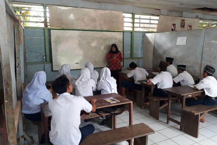 Kondisi sekolah di MTs Zikir Pikir, Desa Tik Teleu, Kecamatan Pelabai, Kabupaten Lebong, Provinsi Bengkulu.