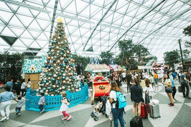 Pasar Festival Jewel yang bertemakan Frozen II