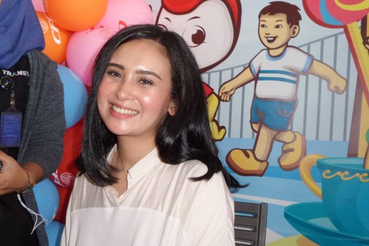 Ayushita saat menghadiri peluncuran DVD Original Film Doraemon di kawasan Kemang, Jakarta Selatan, Rabu (4/4/2018).
