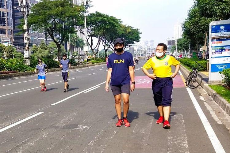 Pemerintah Provinsi DKI Jakarta kembali menggelar hari bebas kendaraan bermotor (HBKB) atau car free day (CFD) di kawasan Sudirman-Thamrin Jakarta Pusat pada Minggu (21/6/2020). Kawasan ini sebelumnya ditutup sejak 15 Maret 2020 lalu saat pandemi Covid-19 mulai merebak di Ibu Kota.