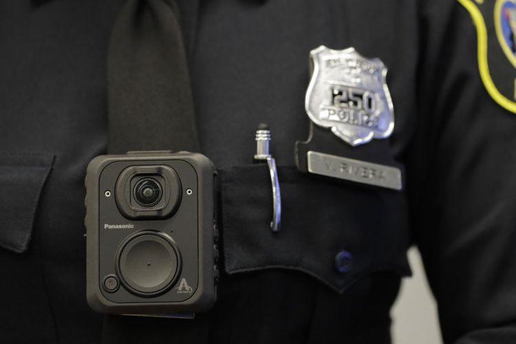 Ilustrasi body camera pada polisi