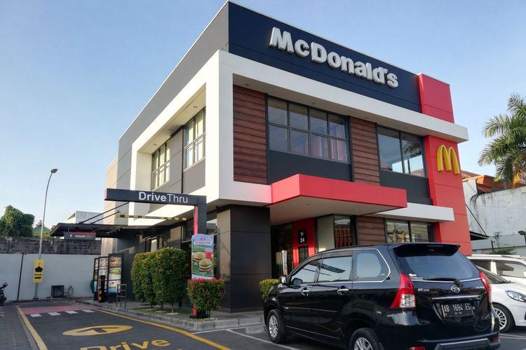 Ilustrasi salah satu gerai McDonalds di Yogyakarta dengan desain bangunan menarik, (2382019).
