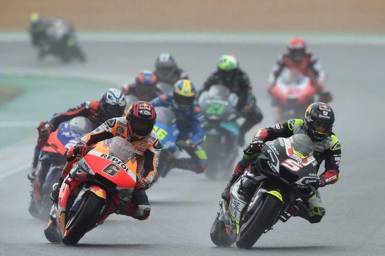 Stefan Bradl saat berlaga di MotoGP Le Mans. (Photo by JEAN-FRANCOIS MONIER / AFP)