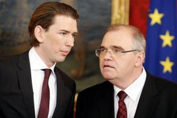 Menteri Luar Negeri Austria Sebastian Kurz (kiri) bersama Menteri Kehakiman Wolfgang Brandsetter. Sebastian Kurz menjadi menteri luar negeri termuda Austria dan Eropa.