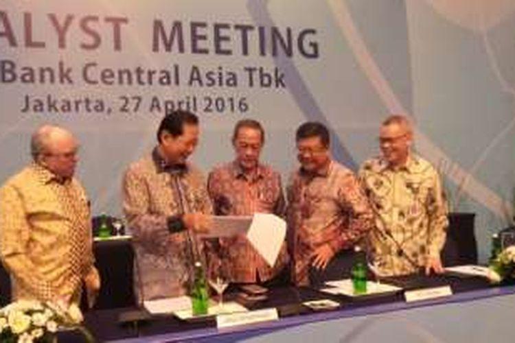 Konferensi pers kinerja kuartal I PT Bank Central Asia Tbk di Jakarta, Rabu (27/4/2016).
