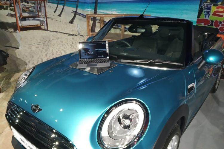 Gambaran Kolaborasi Acer Spin dan Mobil Mini Cabrio yang stylish