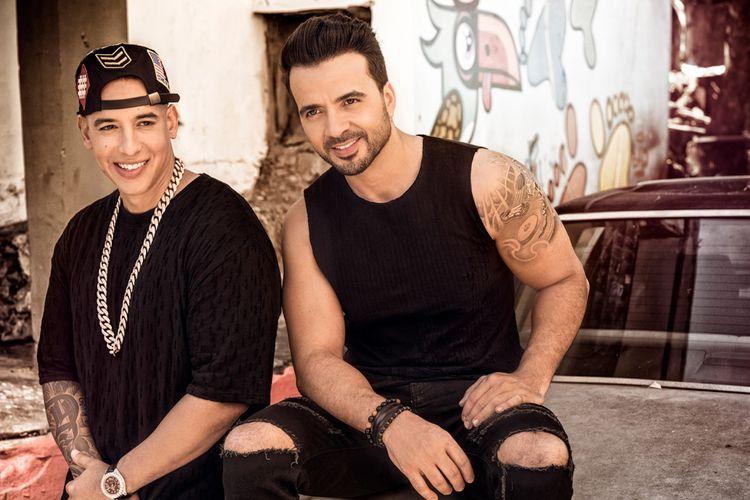 Luis Fonsi dan Daddy Yankee, penyanyi Despacito yang lagunya mendunia.