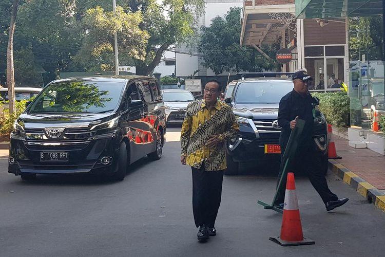 Akbar Tandjung saat akan menjenguk Presiden RI ke-3 BJ Habibie di Paviliun Kartika, RSPAD Gatot Subroto, Jakarta Pusat, Rabu (11/9/2019).
