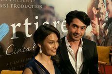 Reza Rahadian Paksa Produser Libatkan Raihaanun dalam Film Twivortiare