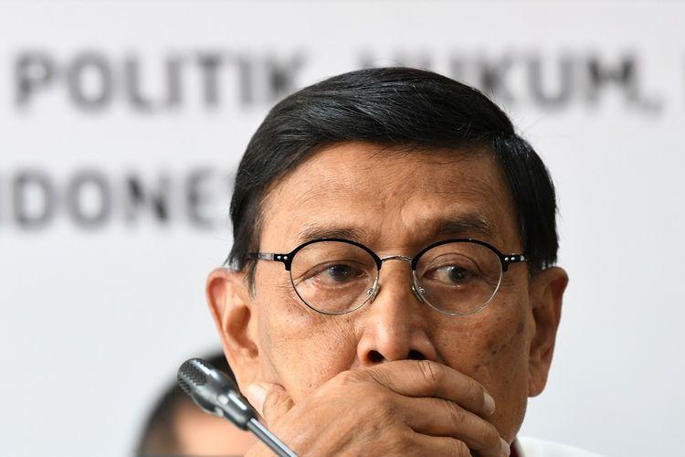 Menko Polhukam Wiranto memberikan keterangan pers di Kemenko Polhukam, Jakarta, Selasa (24/9/2019). Menko Polhukam Wiranto mengimbau kepada masyarakat utuk tidak lagi turun ke jalan memprotes Rancangan Kitab Undang-Undang Hukum Pidana (RKUHP) dan RUU Pemasyarakatan, RUU Pertanahan, dan RUU Minerba telah ditunda, hingga situasi di Papua dan kebakaran hutan dan lahan (karhutla). ANTARA FOTO/M Risyal Hidayat/pd.