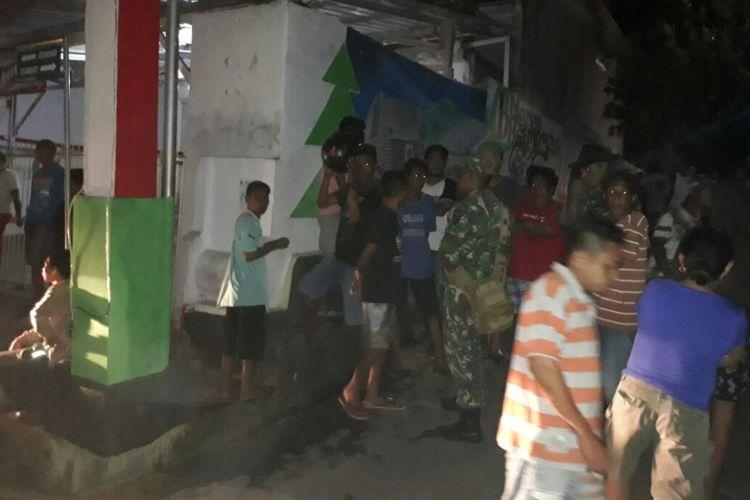 Dua kelompok pemuda di kawasan Kudamati, Kecamatan Nusaniwe Ambon terlibat aksi tawuran, Jumat malam (2/2/2018)