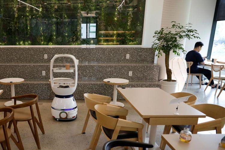Robot pengganti barista di sebuah cafe Daejeon, Korea Selatan.