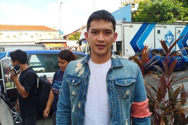 Artis peran Rezky Aditya saat ditemui usai tampil di salah satu acara stasiun televisi swasta di kawasan Mampang, Jakarta Selatan, Senin (19/11/2018).