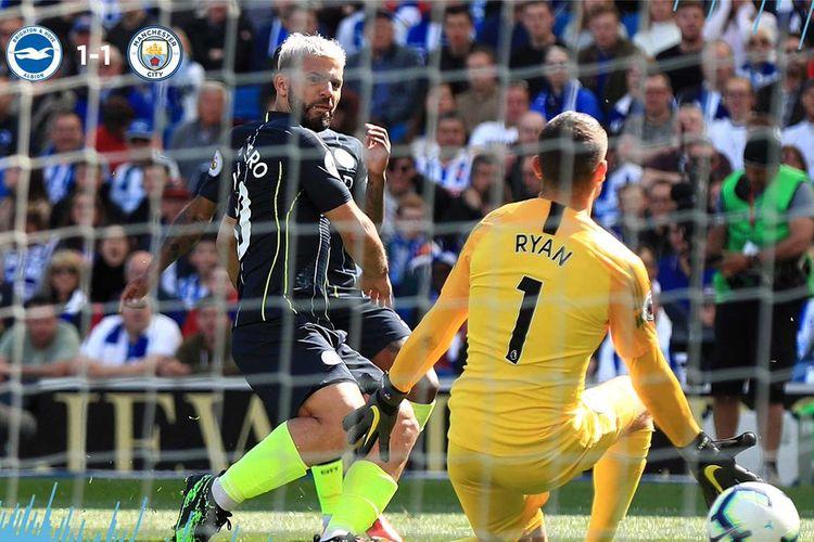 Sergio Aguero mencetak gol ke gawang Matt Ryan pada laga Brighton & Hove Albion vs Manchester City dalam partai penentuan Liga Inggris di Stadion American Express Community, 12 Mei 2019.