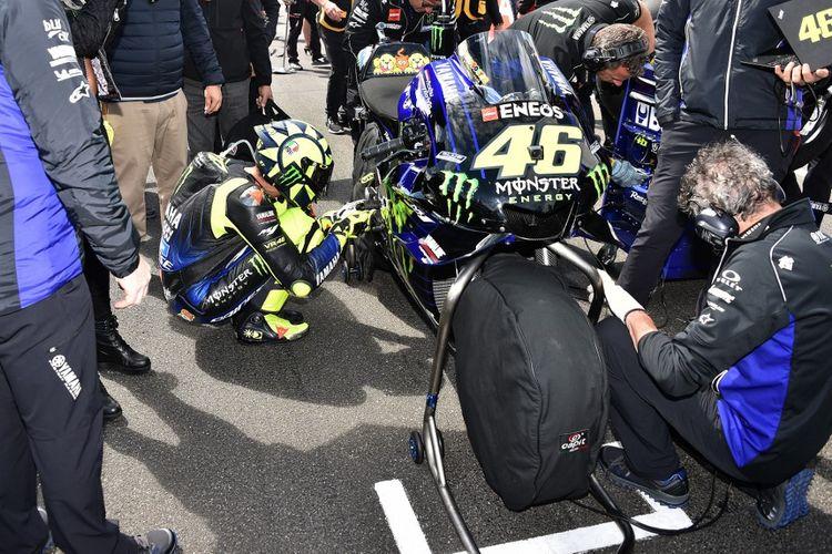 Kebiasaan yang dilakukan Valentino Rossi sebelum memulai balapan.