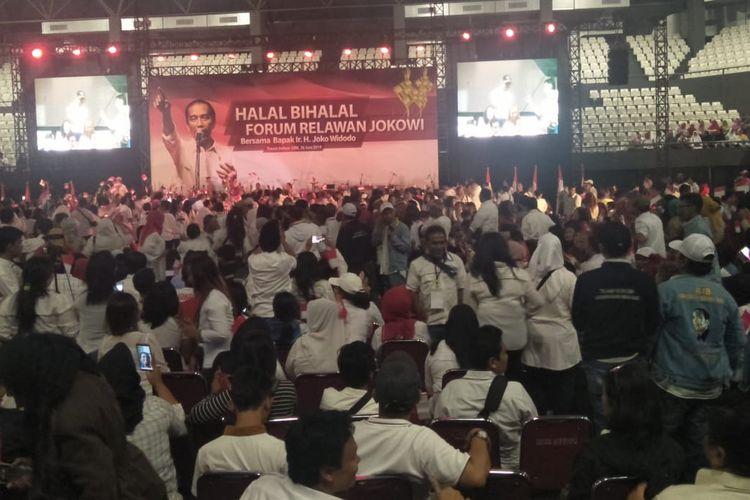 Relawan Joko Widodo-Maruf Amin menggelar halal bihalal di Tennis Indoor Senayan, Jakarta, Rabu (26/6/2019).