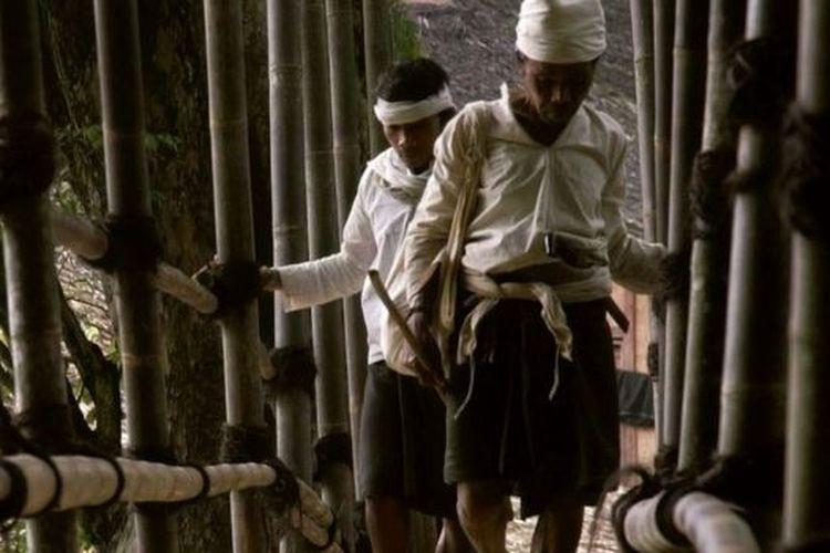 Suku Baduy Dalam yang membatasi kehidupan modern kini menghadapi masalah sampah plastik.
