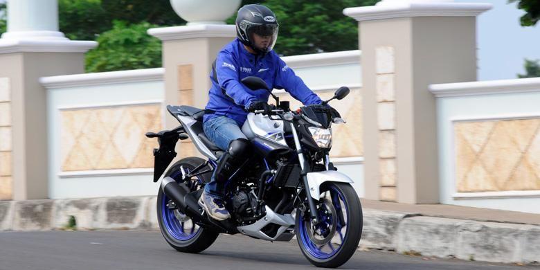 KompasOtomotif di atas Yamaha MT-25 untuk merasakan kelincahan dan performanya.