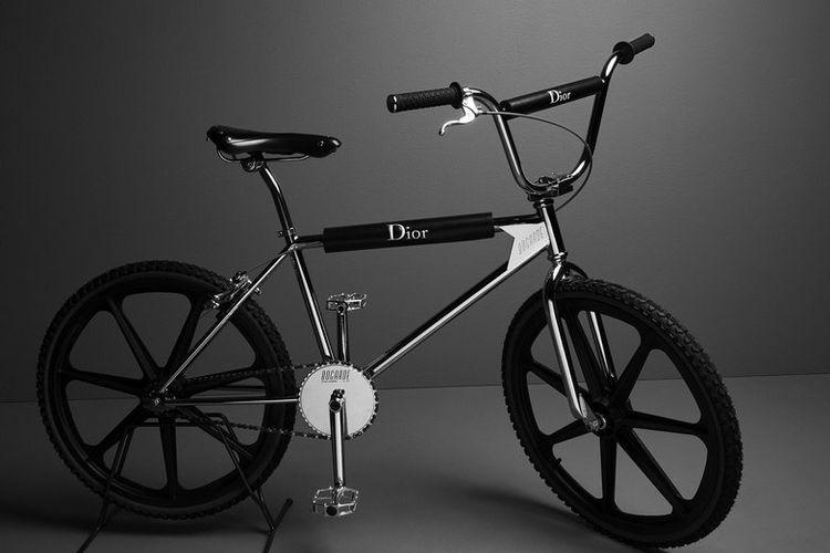 Sepeda BMX mewah.